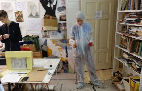 Atelier Ganzkörperkondom Malen